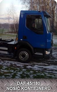 Nosič kontejneru DAF 45/180 pro odvoz přebytečné zeminy při zemních úpravách nebo výkopech.