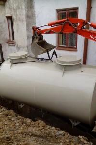 Výkop, uložení a montáž septiku v Komorní Lhotce