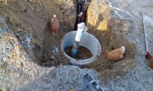 Dokončovací práce u vrtané studny